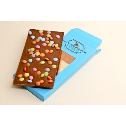 Tablette de chocolat au lait , chocolat noir ou chocolat blanc avec ses smarties